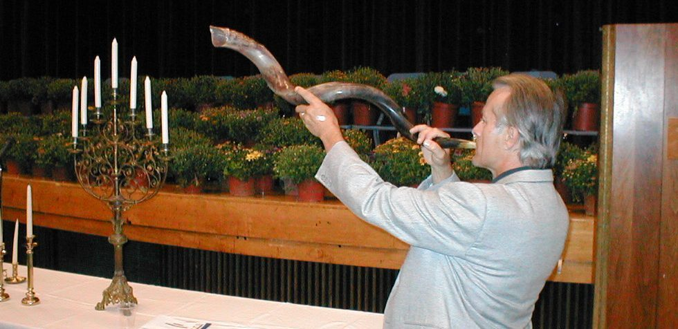 Dave Shafer blows the shofar